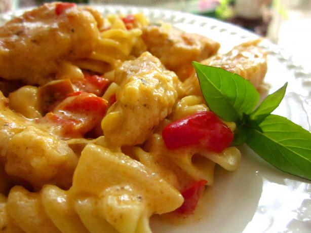 Pasta With Chicken and Pepper-Cheese Sauce
