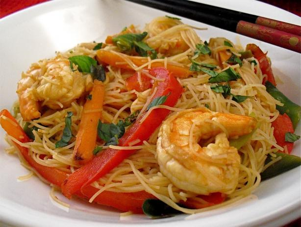 Stir-Fry Prawns / Shrimps With Vegetables and Fresh Thai Noodles