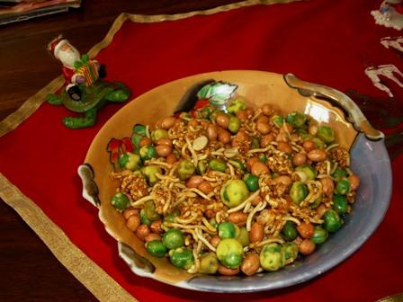 Spicy-Sweet Asian Nut Mix (Rachael Ray)