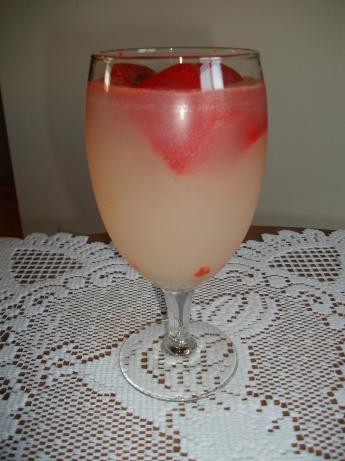 Lemonade With Strawberry Ice Cubes