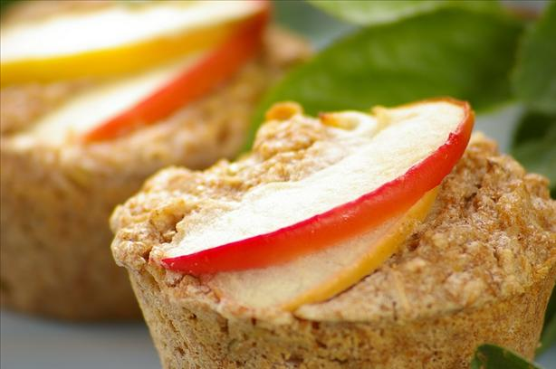 Healthy Low Fat Apple and Oatmeal Muffins