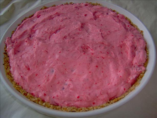 Fluffy Strawberry Pie With Pretzel Crust