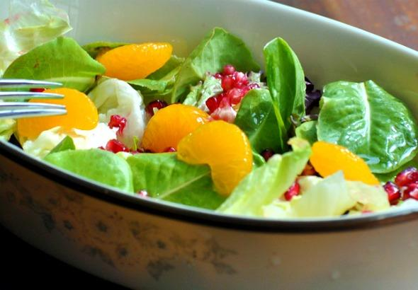 Green Salad With Pomegranate and Mandarin