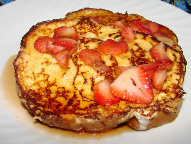 French Toast With Fresh Strawberry Syrup