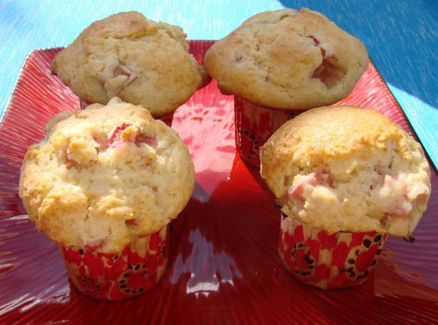 Old Fashioned Rhubarb Muffins