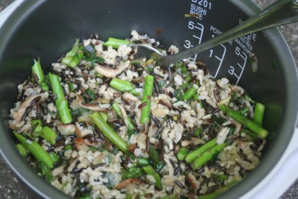 Stir-Fried Wild Rice With Asparagus and Mushrooms