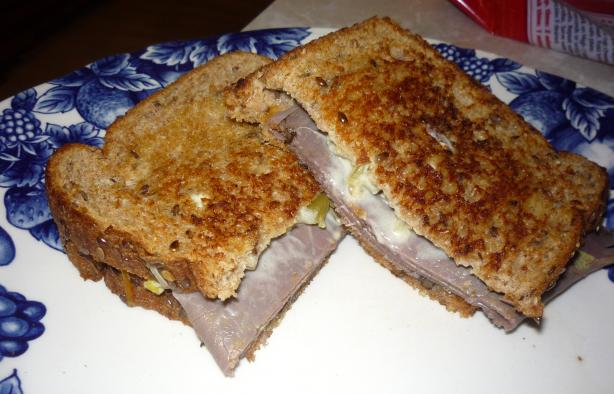 Grilled Roast Beef & Green Chile Sandwiches