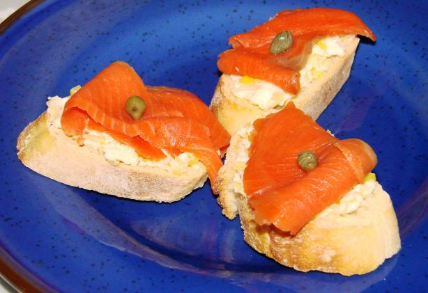 Christmas Bagel Bites With Leek Spread and Smoked Salmon