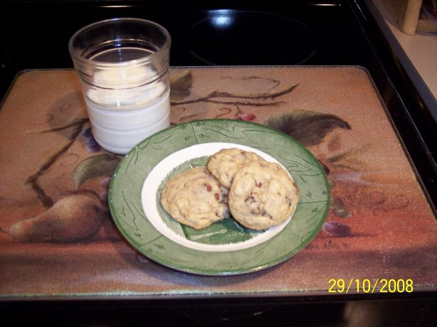 Mrs. Fields Chewy Raisin Cookies