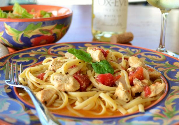 Chicken and Pasta in White Wine Garlic Sauce