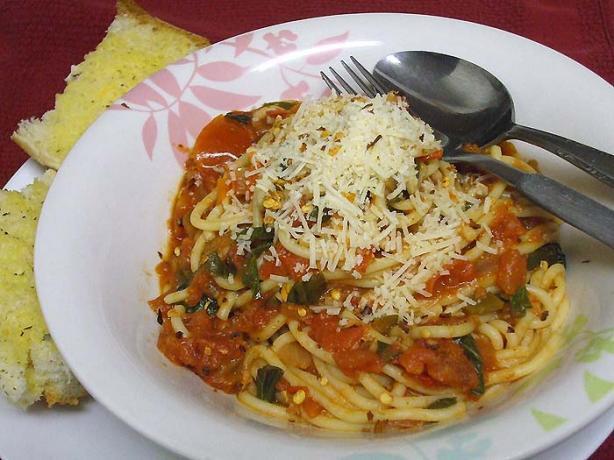 Spaghetti With Fresh Tomato and Basil Sauce