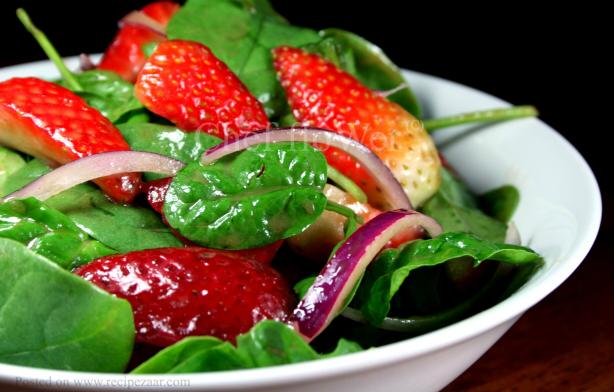 Strawberry and Spinach Salad With Balsamic Vinaigrette