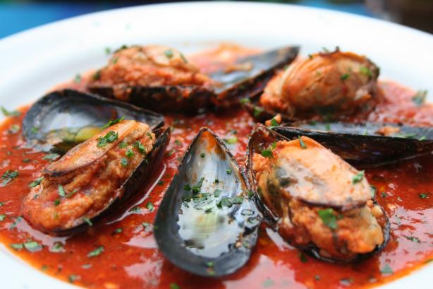 Stuffed Mussels in Spicy Tomato Sauce