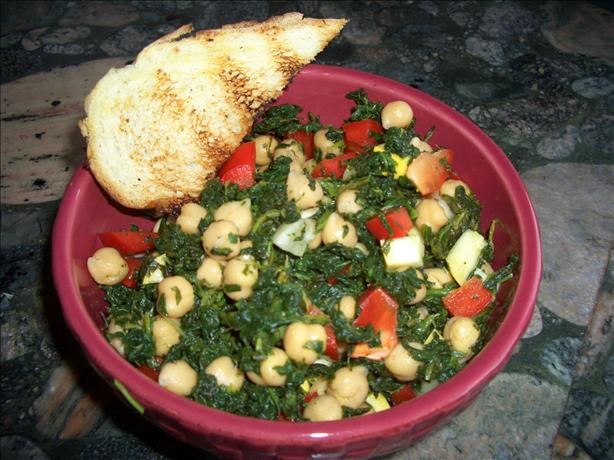 Refreshing Spinach & Chickpea Veggie Salad