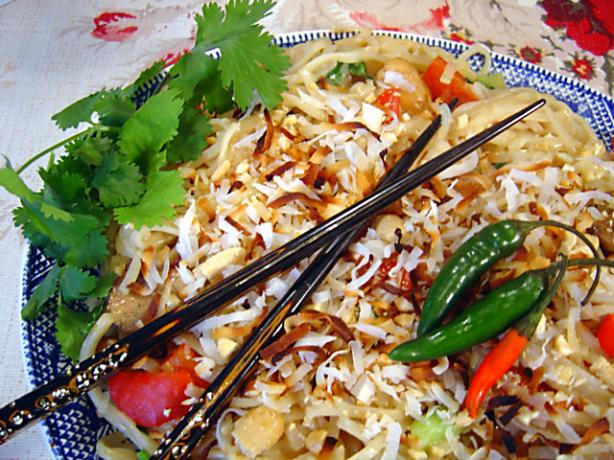 Thai Coconut Rice Noodles With Chicken
