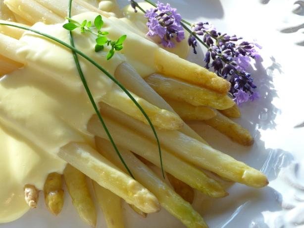 Spargel - White Asparagus With Easy Hollandaise Sauce