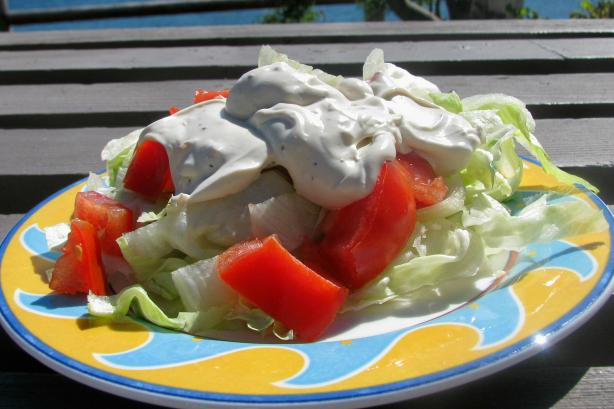 Nif's Creamy Garlic Salad Dressing