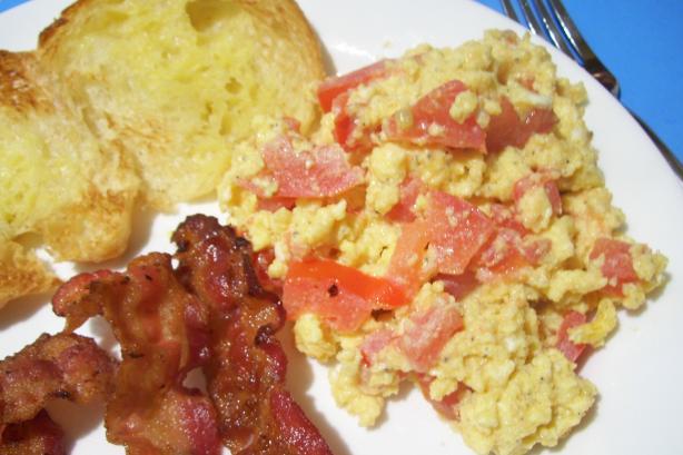Cheddar Tomato Eggs