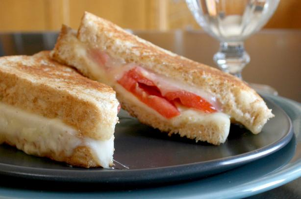 Grilled Cheese & Tomato Sandwich