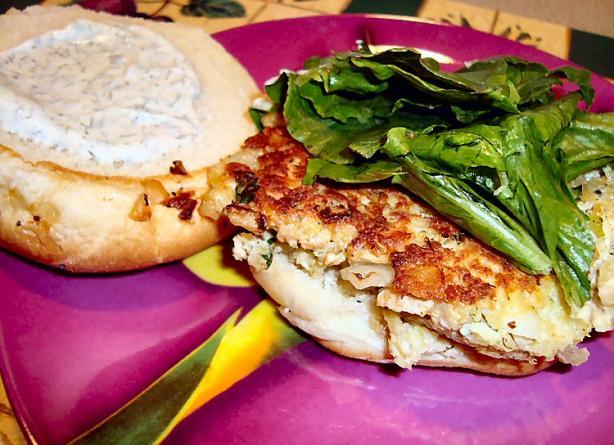 Jammin Salmon Burgers With Dill Mayo
