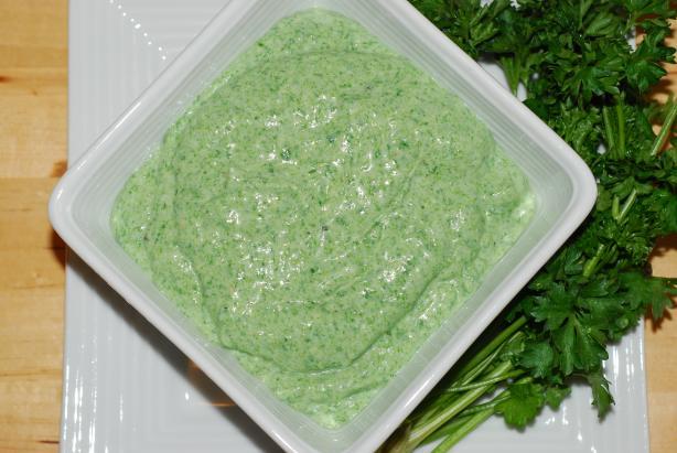 Spinach-Garlic Dip With Pita Triangles & Veggies