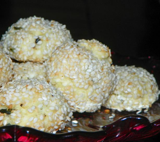 Baked Cheese Balls With Herbs and Sesame Seeds