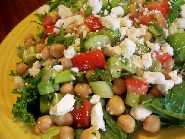 15 Minute Greek Garbanzo Bean Salad