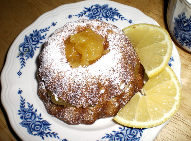 Earl Grey Pound Cake With Lemon Curd
