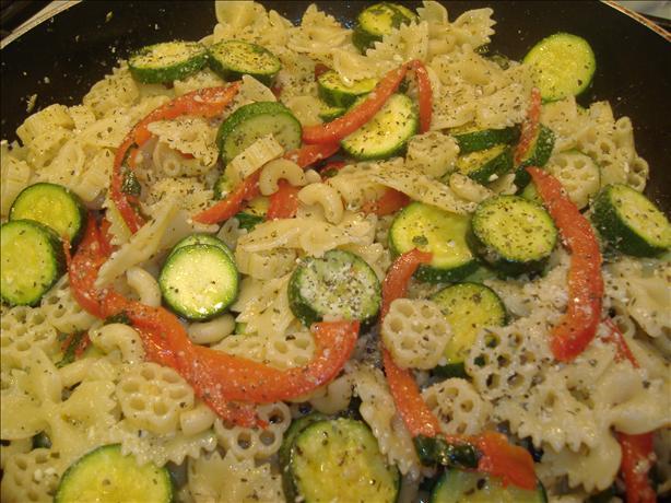 Zucchini Pepper Basil Pasta Toss