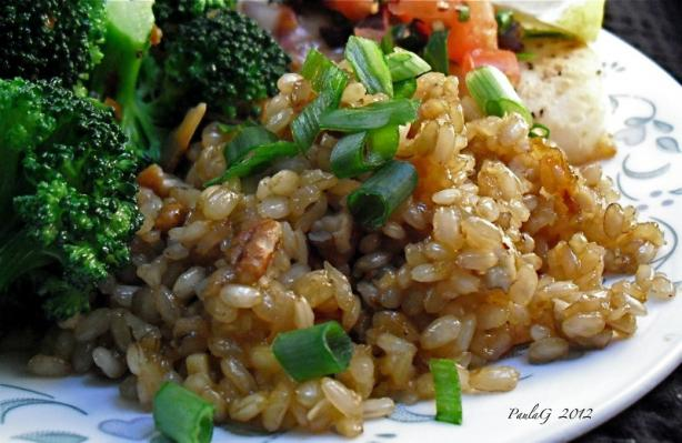 Brown Rice With Onions, Garlic, and Pecans