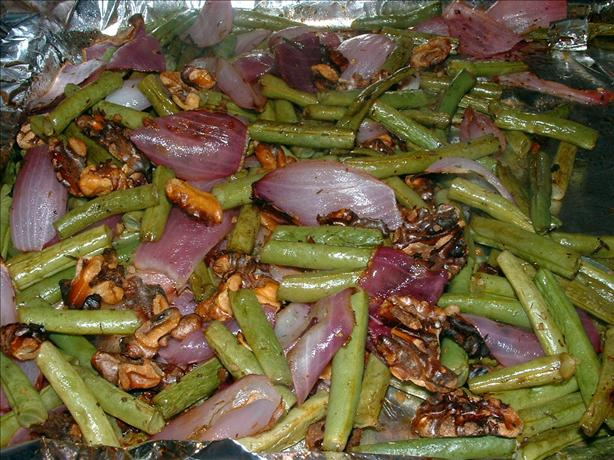 Roasted Green Beans With Red Onion and Walnuts
