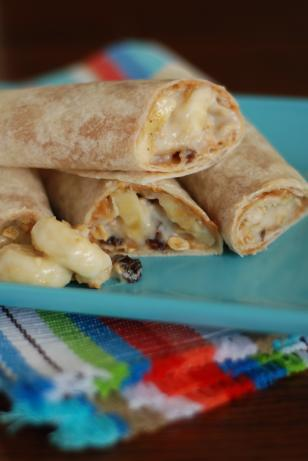 Peanut Butter and Granola Breakfast Wraps