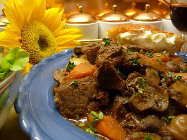 Boeuf En Daube - Classic French Beef Burgundy Stew (Bourguignon)