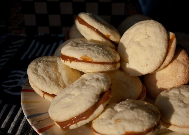 Alfajores (An Argentinean Dulce De Leche Sandwich Cookie)