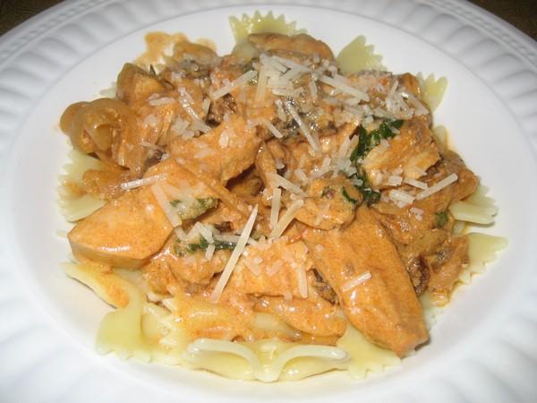 Chicken, Basil and Sun-Dried Tomato Pasta