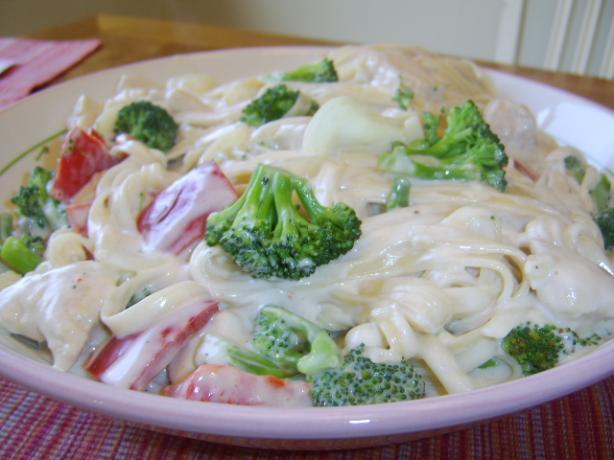 Alfredo Fettuccine With Chicken and Broccoli