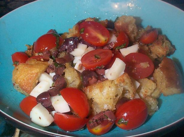 Tomato and Garlic Crouton Salad
