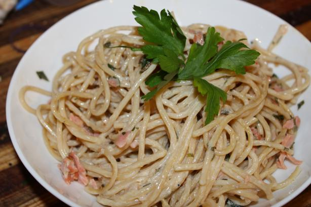 Pasta with Smoked Salmon, White Wine, Cream & Chives