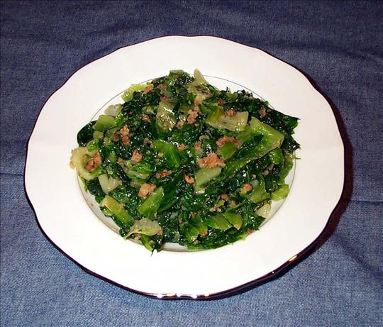 Escarole With Garlic and Bread Crumbs
