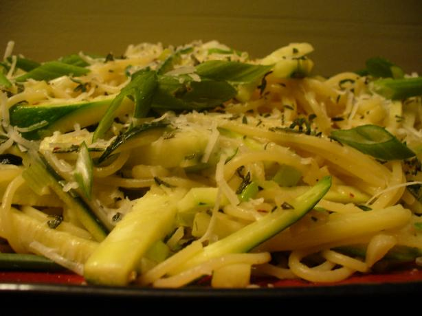 Garlic Lover's Fettuccine With Olive Oil, Garlic and Zucchini