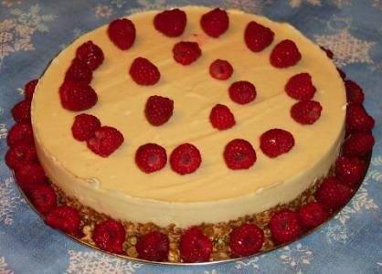 Lemony Cheesecake With Berry Sauce (Raw Vegan)