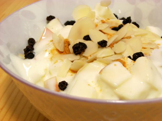 Yogurt With Apple and Almonds