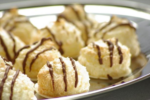 Kokosmakronen (German Coconut Macaroons)