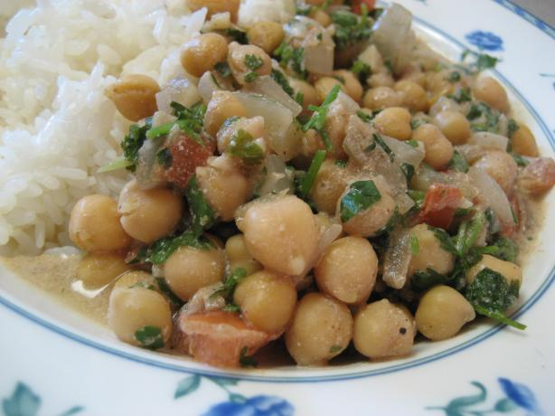 Chickpea Curry With Yogurt
