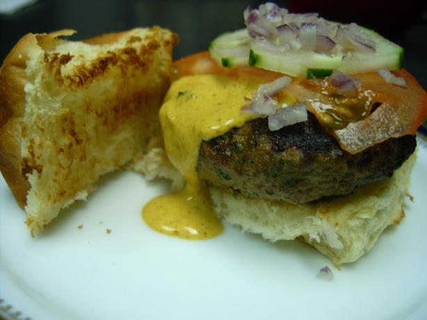 Bombay Sliders With Garlic Curry Sauce