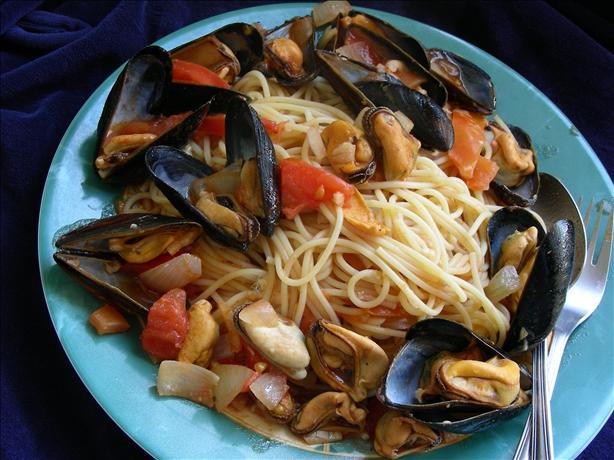 Spaghetti Con Cozze E Pomodoro (Mussels and Tomatoes)