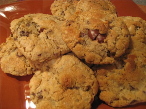 Ooie-Gooie-Chocolate -Caramel-Macadamia Chunk Cookies