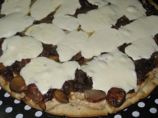 Caramelized Onion Pizza With Cream Cheese Sauce