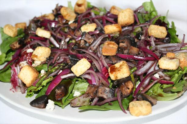 Portabella and Blue Cheese Salad