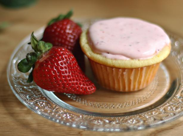Yummo Strawberry Cupcakes